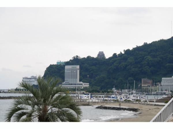 熱海サンビーチから見える熱海城