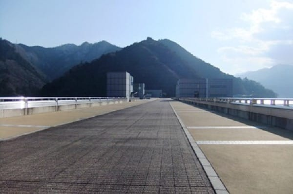 宮ケ瀬ダム上の通路