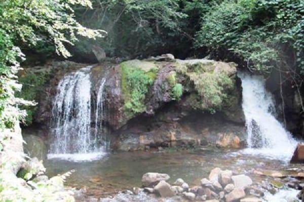 横谷渓谷霜降りの滝