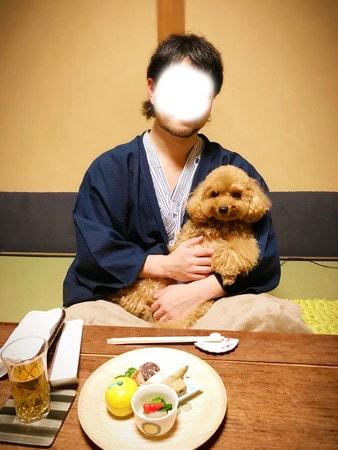 お部屋で愛犬と一緒の楽しい夕食