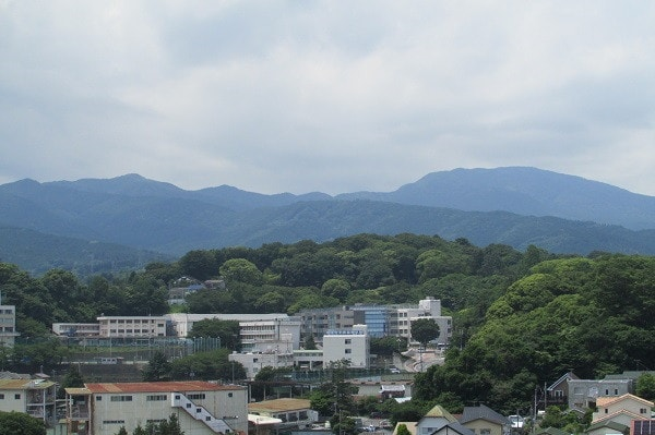 小田原城天守閣から箱根連山
