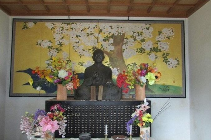 弘法山山頂釈迦堂
