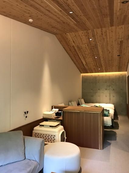 レジーナリゾート旧軽井沢の客室。(写真左)リードフックがついている。