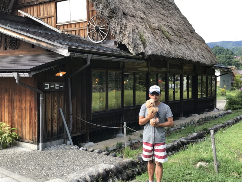 白川郷の合掌造り集落内カフェ