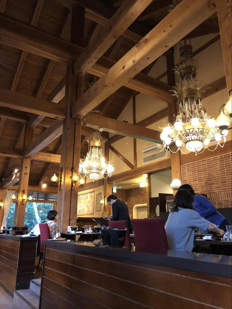 レストラン「花鳥」の店内