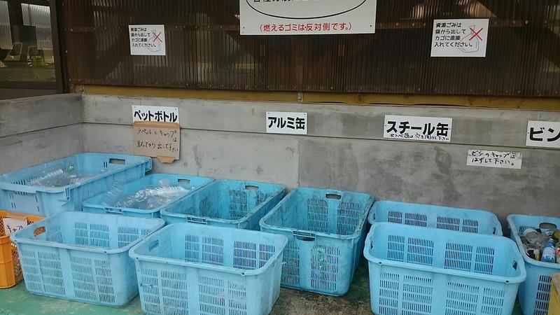 炊事棟の反対側ゴミ捨て置場