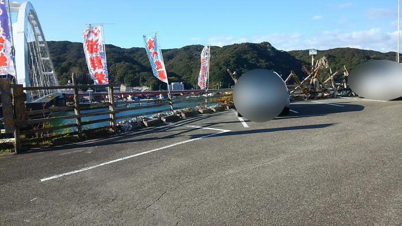 食事処「はっかい」駐車場から見た麻生の浦大橋